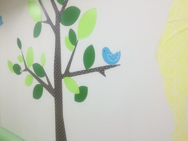 メディカルプラザ小児科内の壁紙はカワイイ
