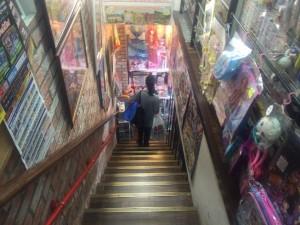 地下に降りる階段