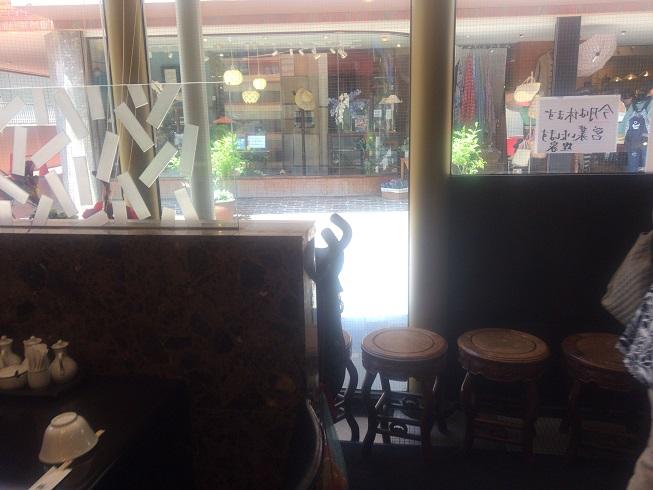 店の待合椅子