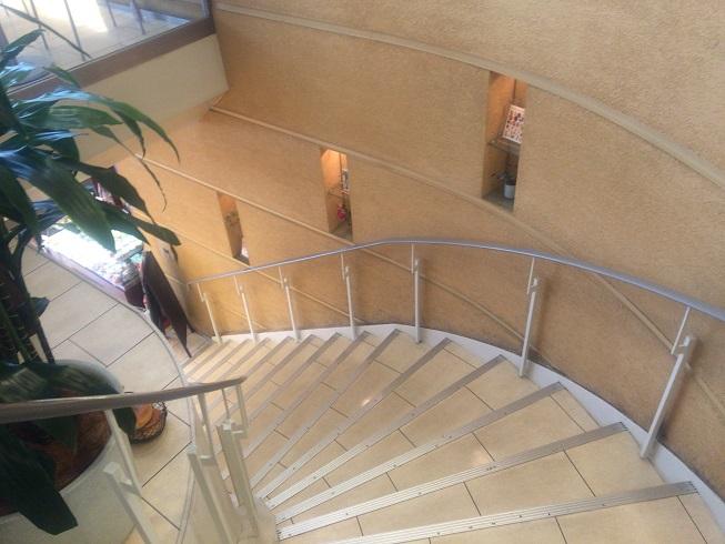 ドンクの2階から見た階段