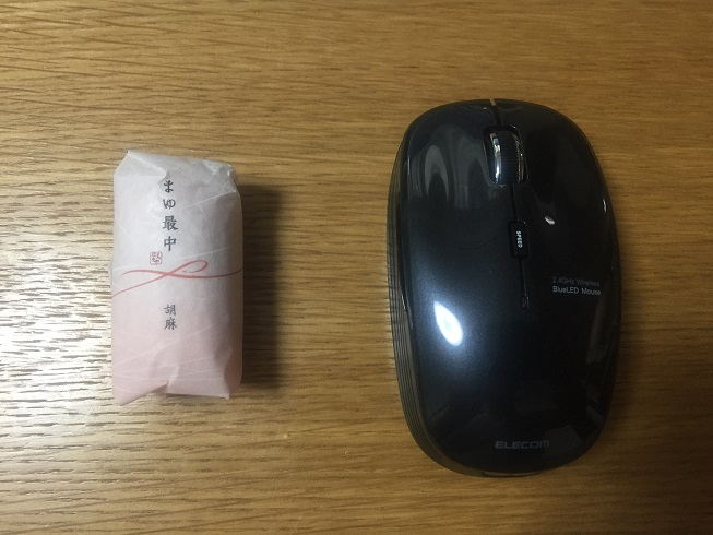 マウスとまゆ最中を比較する