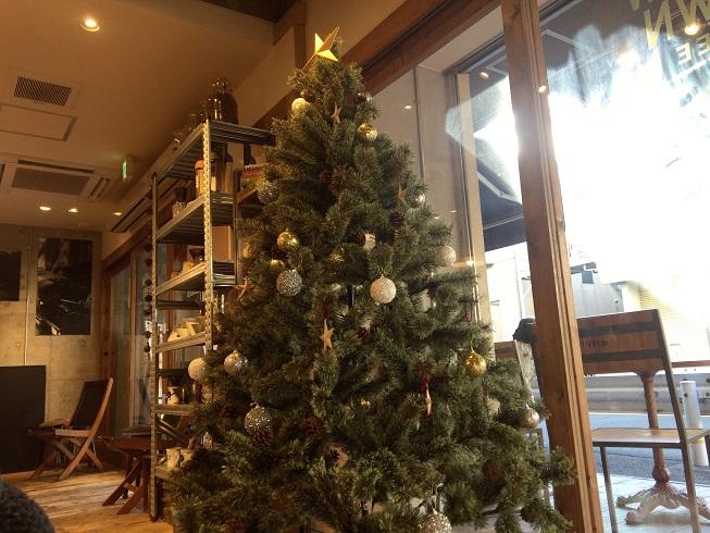 メロウブラウンコーヒー自由が丘店の中にあるクリスマスツリー