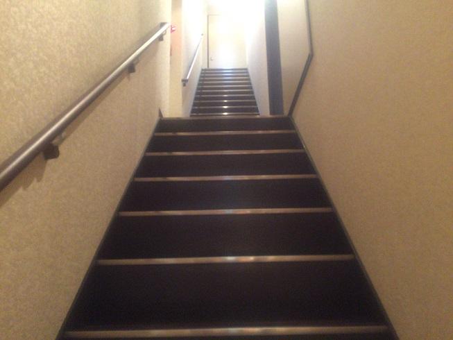 ふなわかふぇ2階、3階に通じる階段