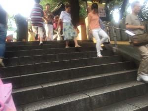 境内へ向かう階段