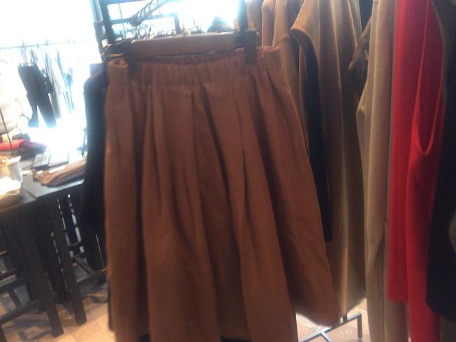 ミモレ丈のスカート