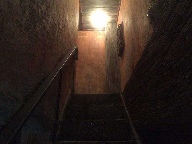 3階へ続く階段