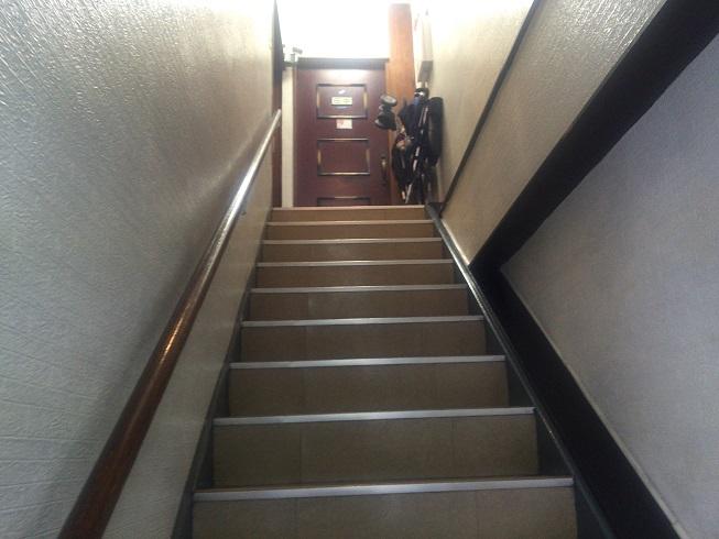 お店につながる階段