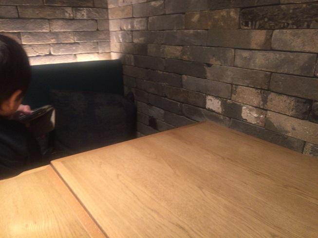 お店の奥のテーブル席