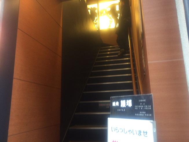階段で順番を待つお客さん
