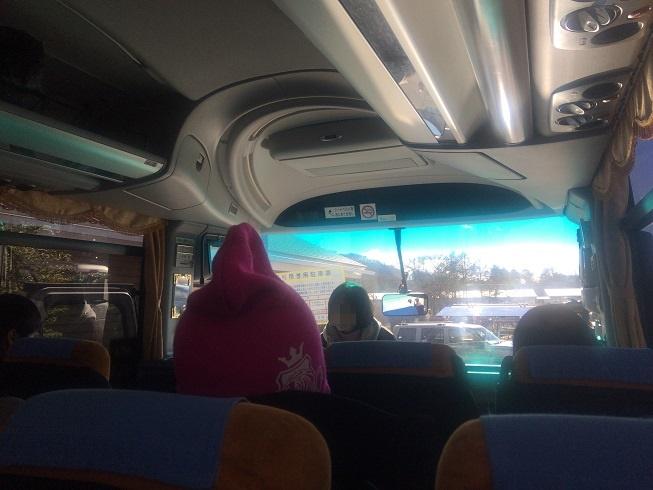 ホテルグリーンプラザに向かうバス車内