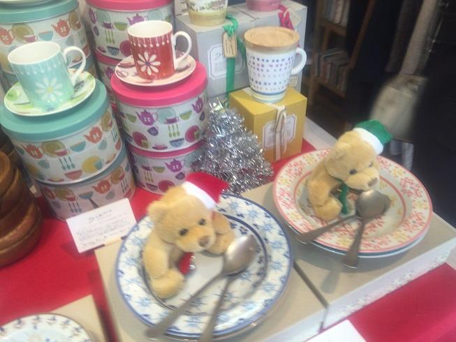 クマと食器とマグカップ