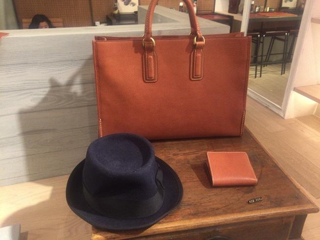 土屋鞄のビジネスバッグとハット
