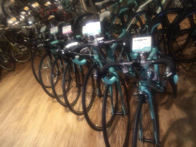ずらりと並ぶビアンキの自転車