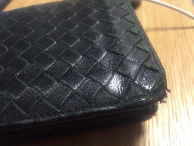 ボロボロになってしまったボッテガベネタの財布