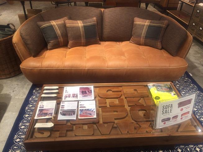 クラッシュゲートのソファとテーブル