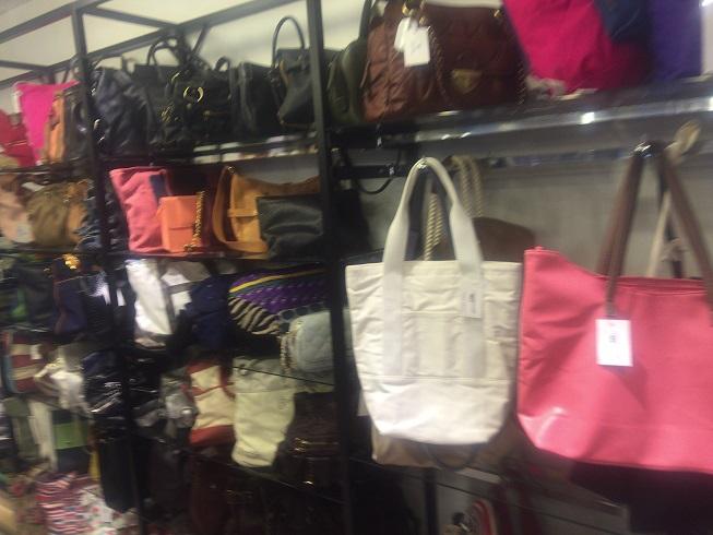 たくさんのブランドのバッグ