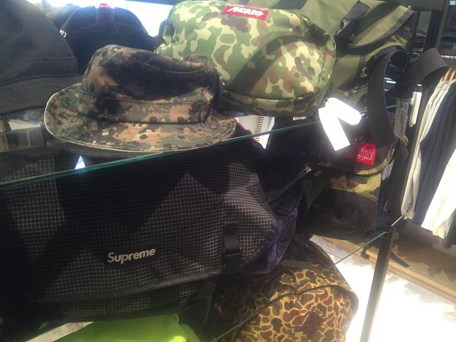 supremeのバッグ
