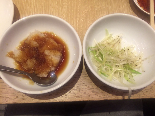 餃子のトッピング(おろし、ネギ塩)