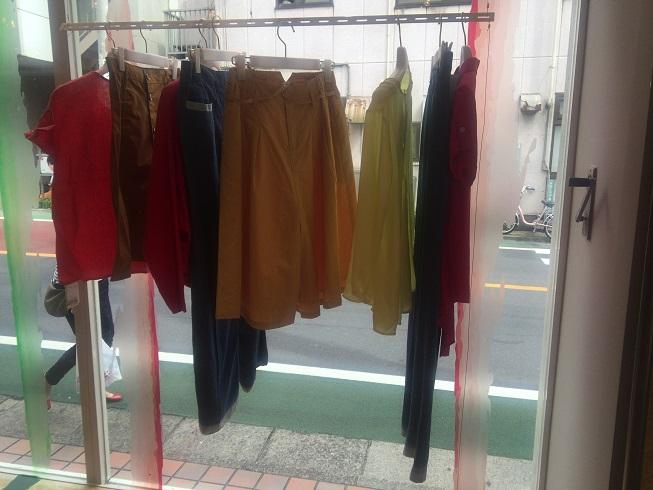 色鮮やかなスカート・パンツ類