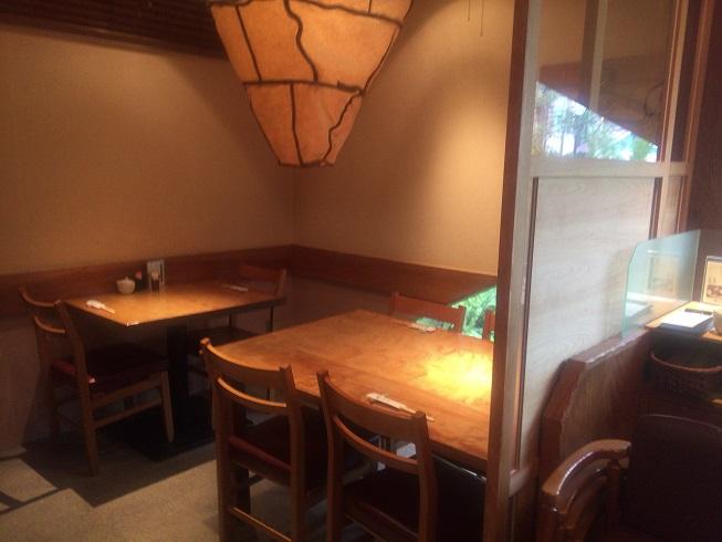 店内一番奥のテーブル席