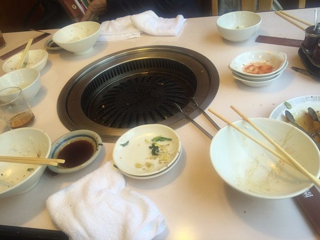 食べ終わったテーブルの光景