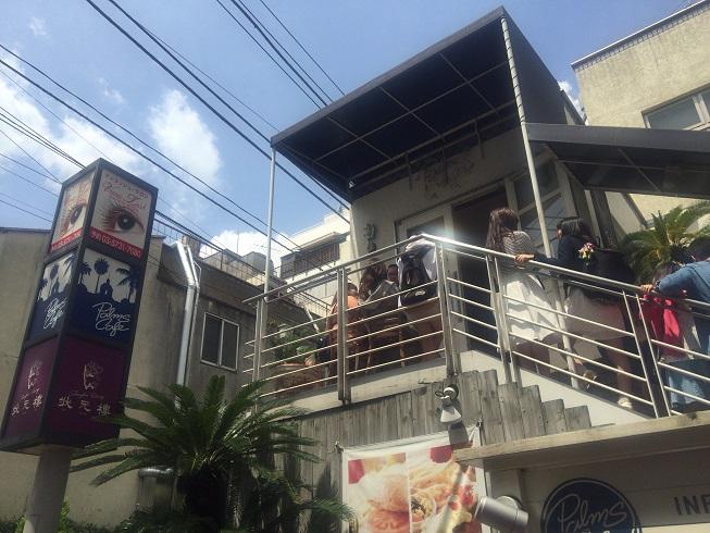 開店から超混雑のパームスカフェ
