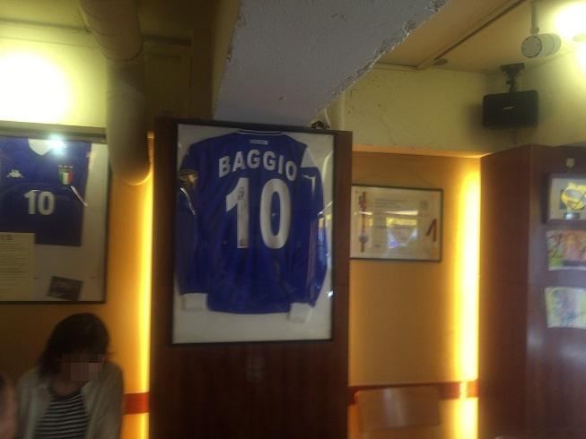 イタリアの至宝、ロベルトバッジョのサイン入りユニフォーム