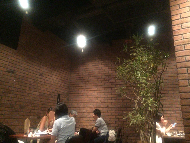 ブルーブックスカフェは天井が高い