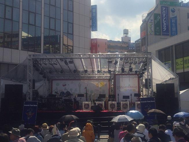 自由が丘女神祭りの駅前特大ステージ