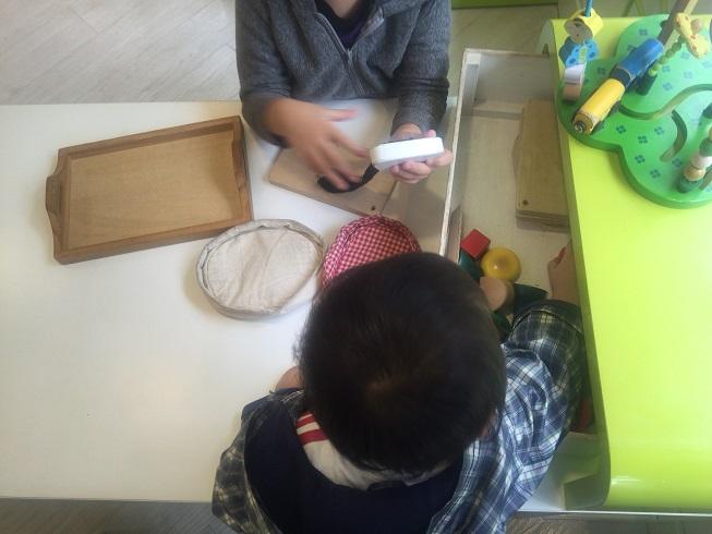 プレイスペースで遊ぶ子供達