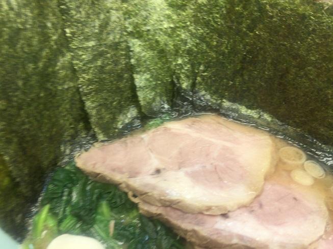 海苔でおおわれたラーメン
