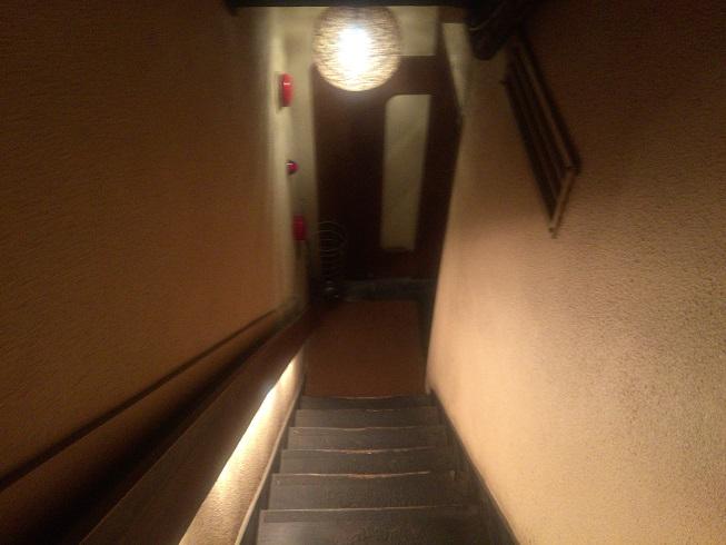 いちばんやへ降りる階段