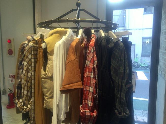 秋物のネルシャツやダウンベスト