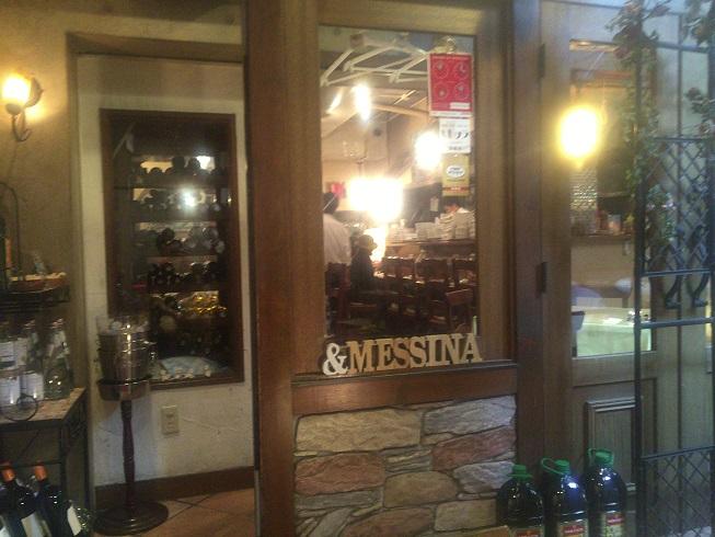 タヴェルナメッシーナお店の入り口扉前