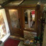 タヴェルナメッシーナ店舗入口