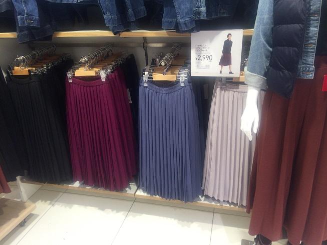 色とりどりのプリーツロングスカート
