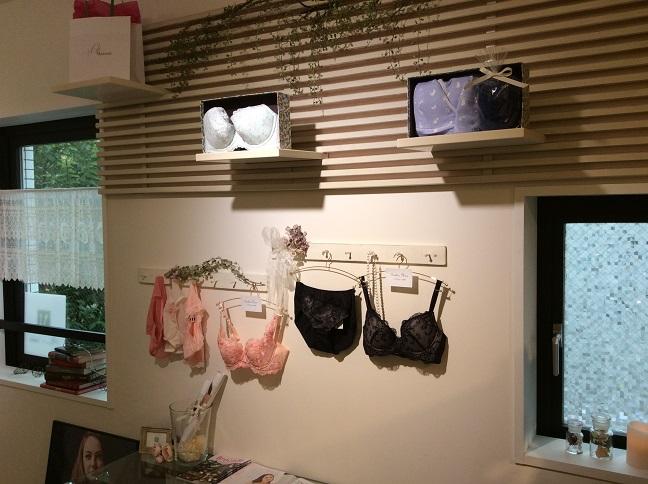 店内は過度な装飾がなく商品が見やすく展示されている