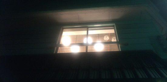 2階にある『in:E』から照明の灯りが・・・