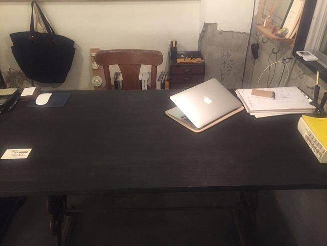 店奥にある商談テーブル