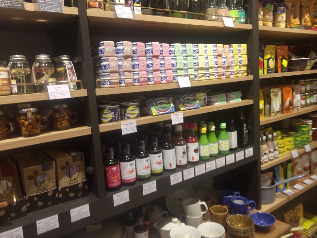 調味料や紅茶やレトルトなどの食品類