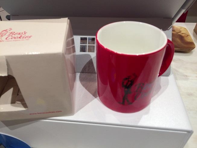赤色のマグカップ
