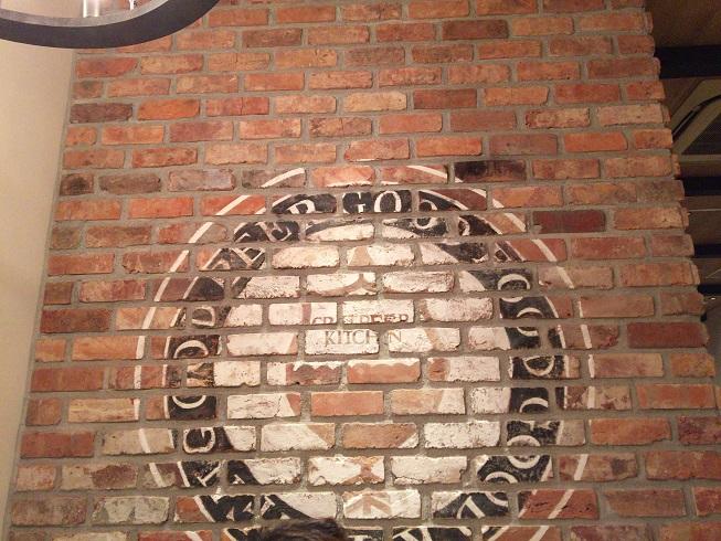 クラフトビアキッチンの壁