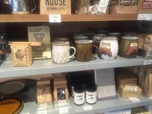 コーヒー豆、マグカップ