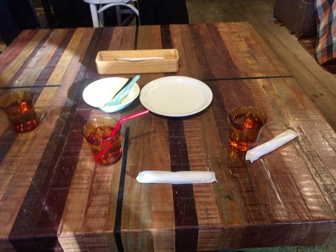 メロウブラウンコーヒーの低めのテーブル