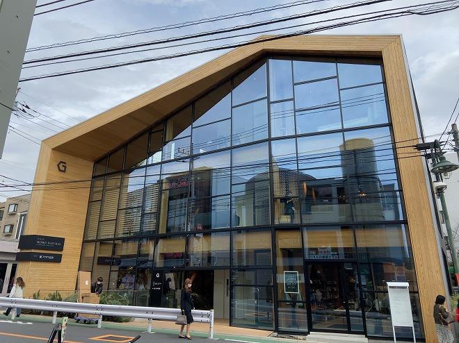 2021年3月にモモナチュラル自由が丘店は近所のGビルに移転。Gビルの外観画像