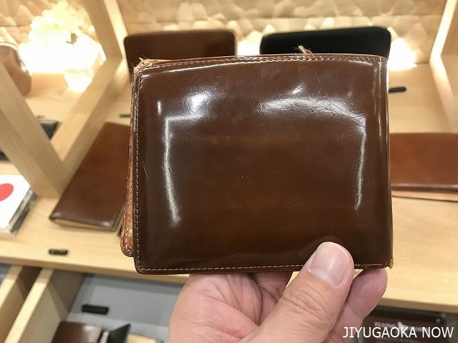 国内名門タナリーである宮内産業で製造を行うコードバン財布の10年経過した様子