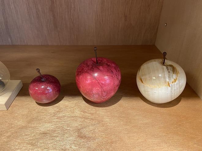 ペーパーウェイトとして使える大理石を削って作ったアップル