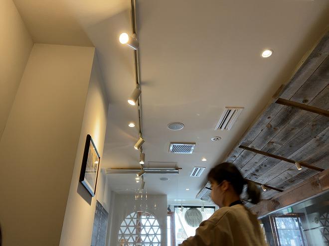 マリスコスのテーブル席から天井を撮影