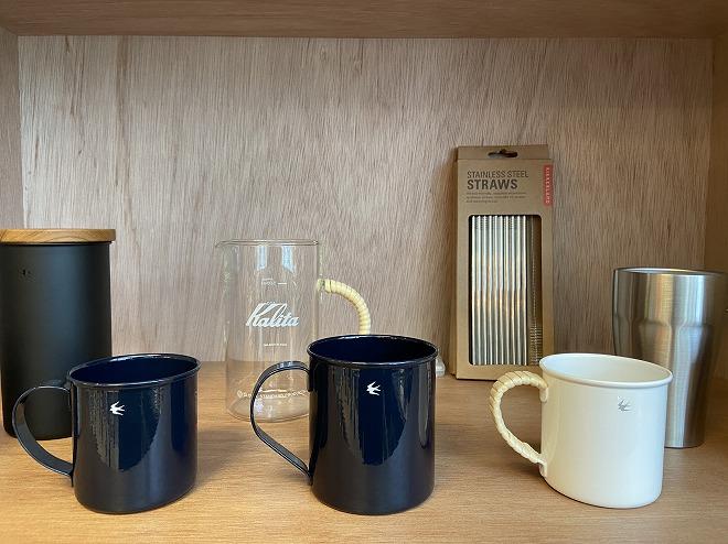 自由が丘フリーパーク店内に展示されるグローカルスタンダードのマグカップ
