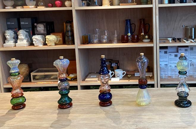 FREE PARK(フリーパーク)店内に展示されているガラスのお香立て